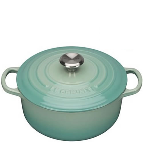 Cool Mint Signature Round Casserole 24cm plus a FREE PAIR OF SALT & PEPPER MILLS Valued at $130