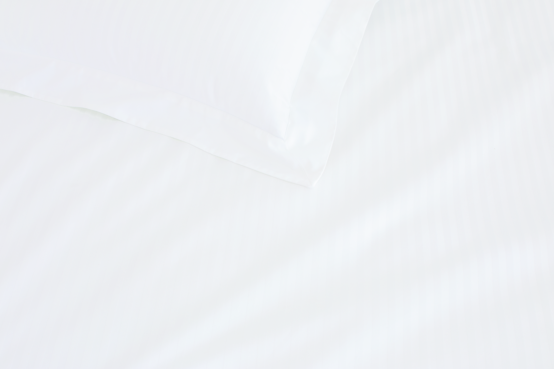 Palais King Flat Sheet in White