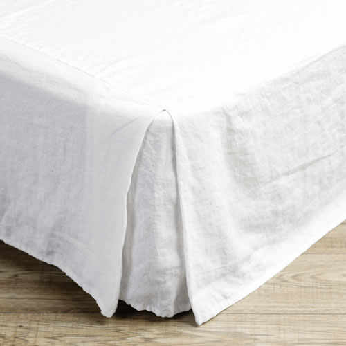Mondo White Queen Valance